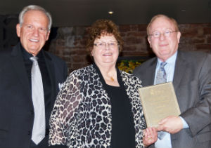 Beth Deisher recevies the 2017 PNG Lifetime Achievement Award from Robert Brueggeman (left) and Barry Stuppler.